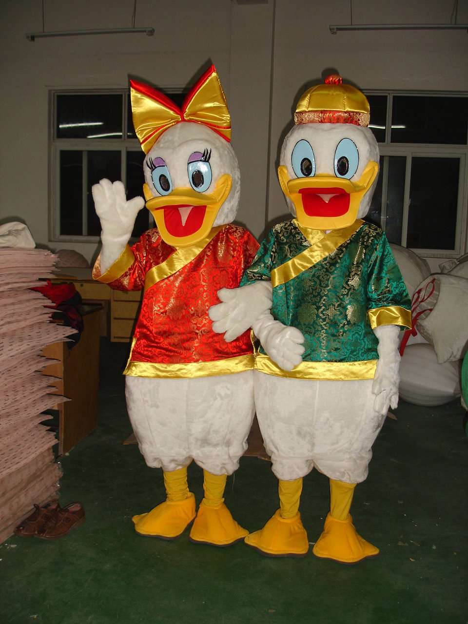 Donald Duck Cartoon Clothing Costume Adult Couple Walking Donald Mascot Costume